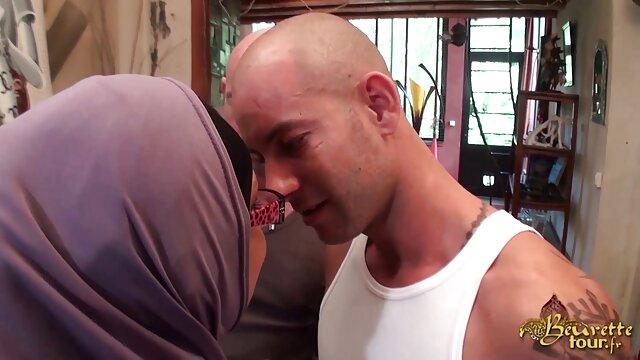 Maman a film de porno en français amené sa fille à son amant